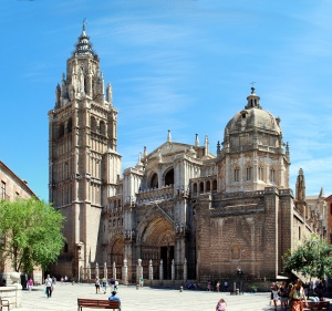Toledo_Cathedral,_from_Plaza_del_Ayuntamiento